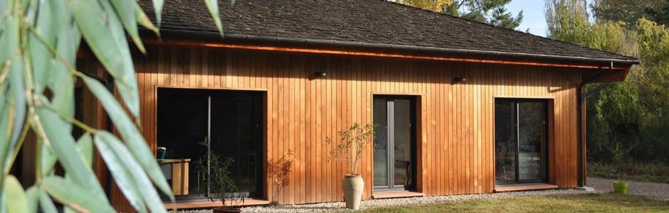 Construction de Maisons BBC à ossature bois, revêtement et couverture tuiles en bois