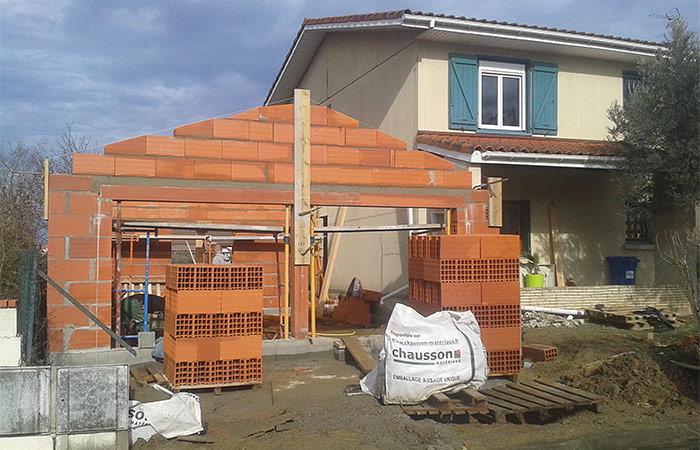 14-renovation-construction-garage-murs-briques in Rénovation intérieure + Création garage + Terrasse - Maison à St-Orens (31)